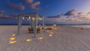 Kudadoo-Maldives-Beach-Dining