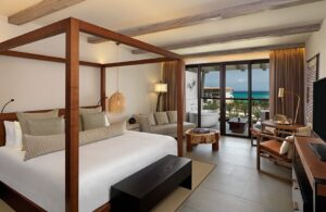 Unico-alcoba-ocean-view-king-bed